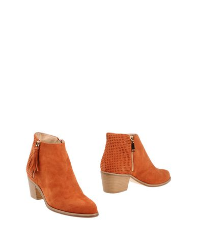 Полусапоги и высокие ботинки от ATIANA