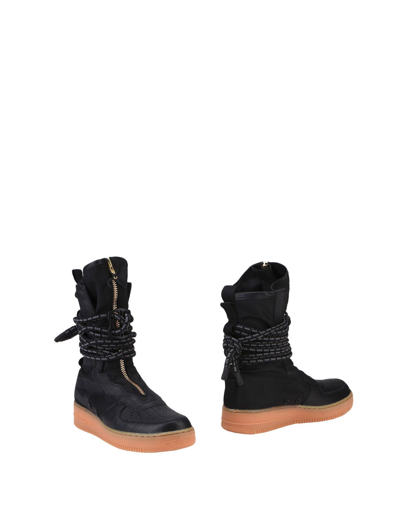 NIKE Полусапоги и высокие ботинки