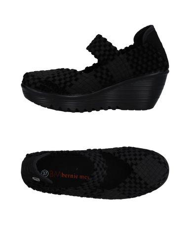 Низкие кеды и кроссовки от BERNIE MEV.