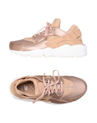 Фото - Низкие кеды и кроссовки пастельно-розового цвета