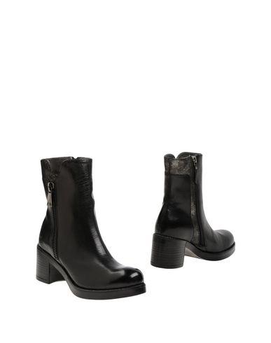 Полусапоги и высокие ботинки от E...VEE