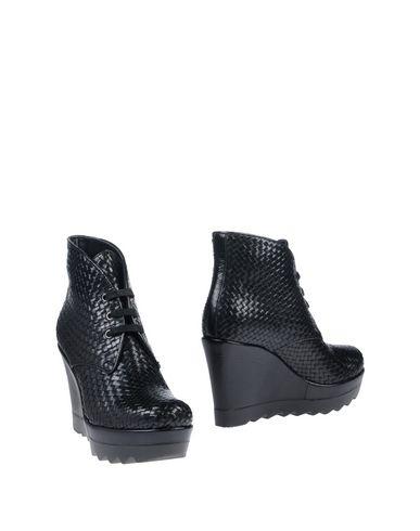 Полусапоги и высокие ботинки от AMR AEMMERRE