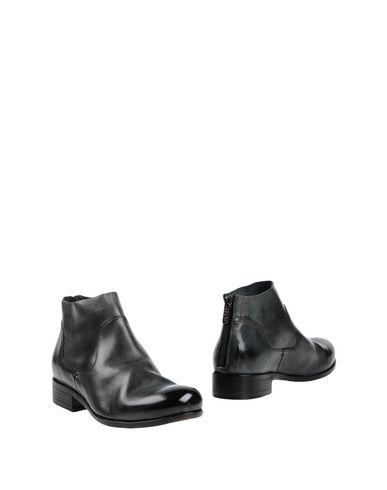 Полусапоги и высокие ботинки от HUNDRED 100