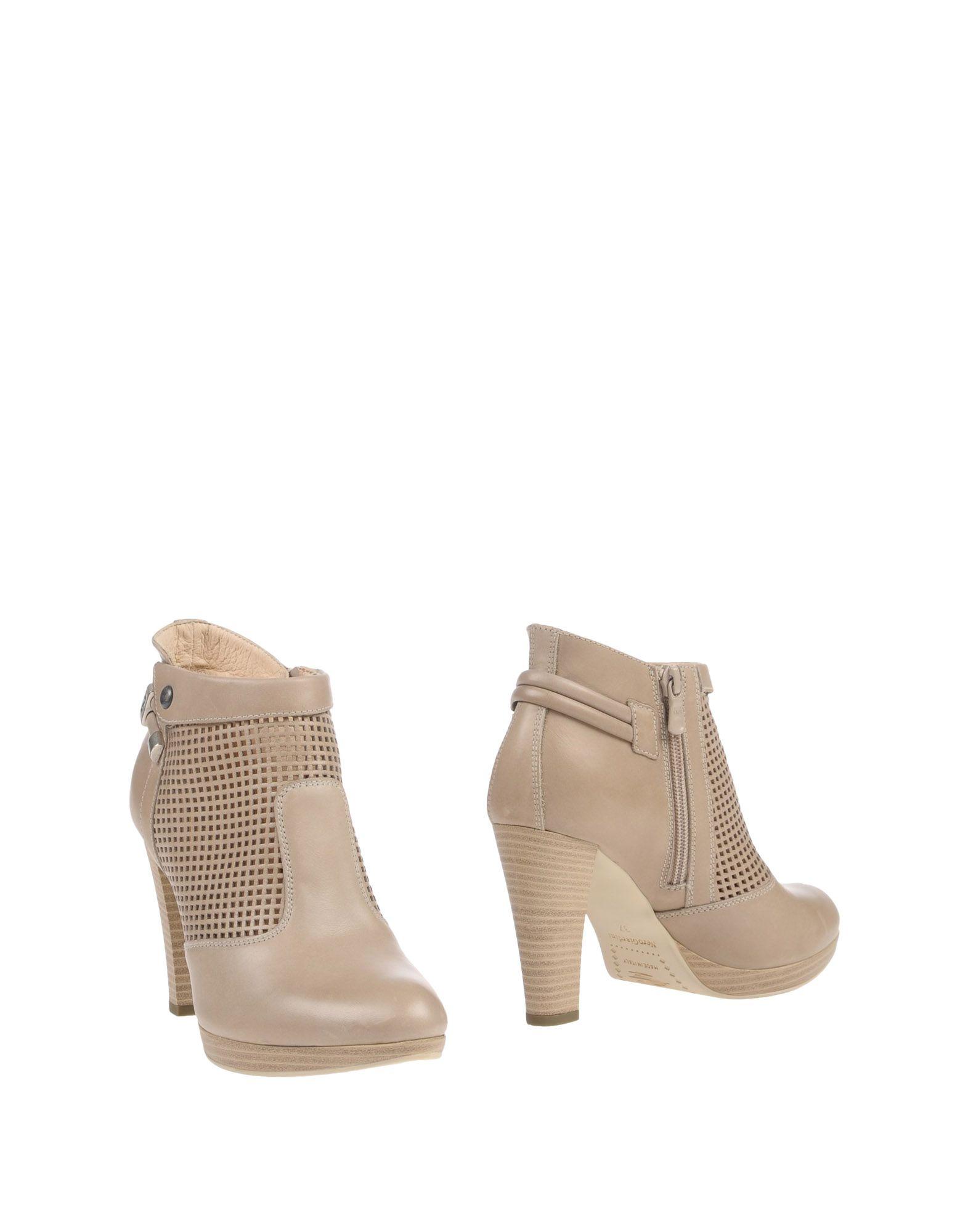 цена NERO GIARDINI Полусапоги и высокие ботинки онлайн в 2017 году
