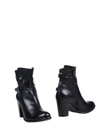 Полусапоги и высокие ботинки от GARRICE