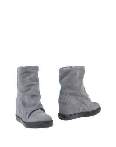 Полусапоги и высокие ботинки от CARLA G.
