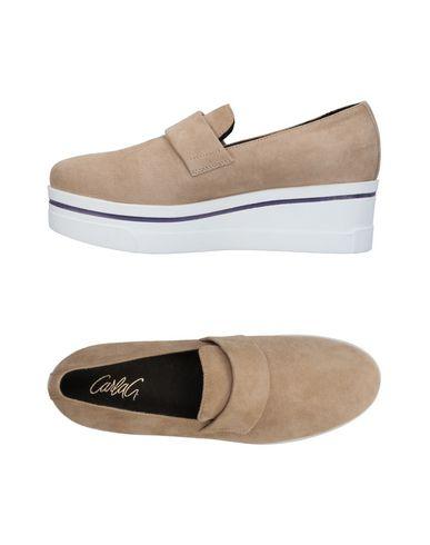 Купить Низкие кеды и кроссовки от CARLA G. бежевого цвета