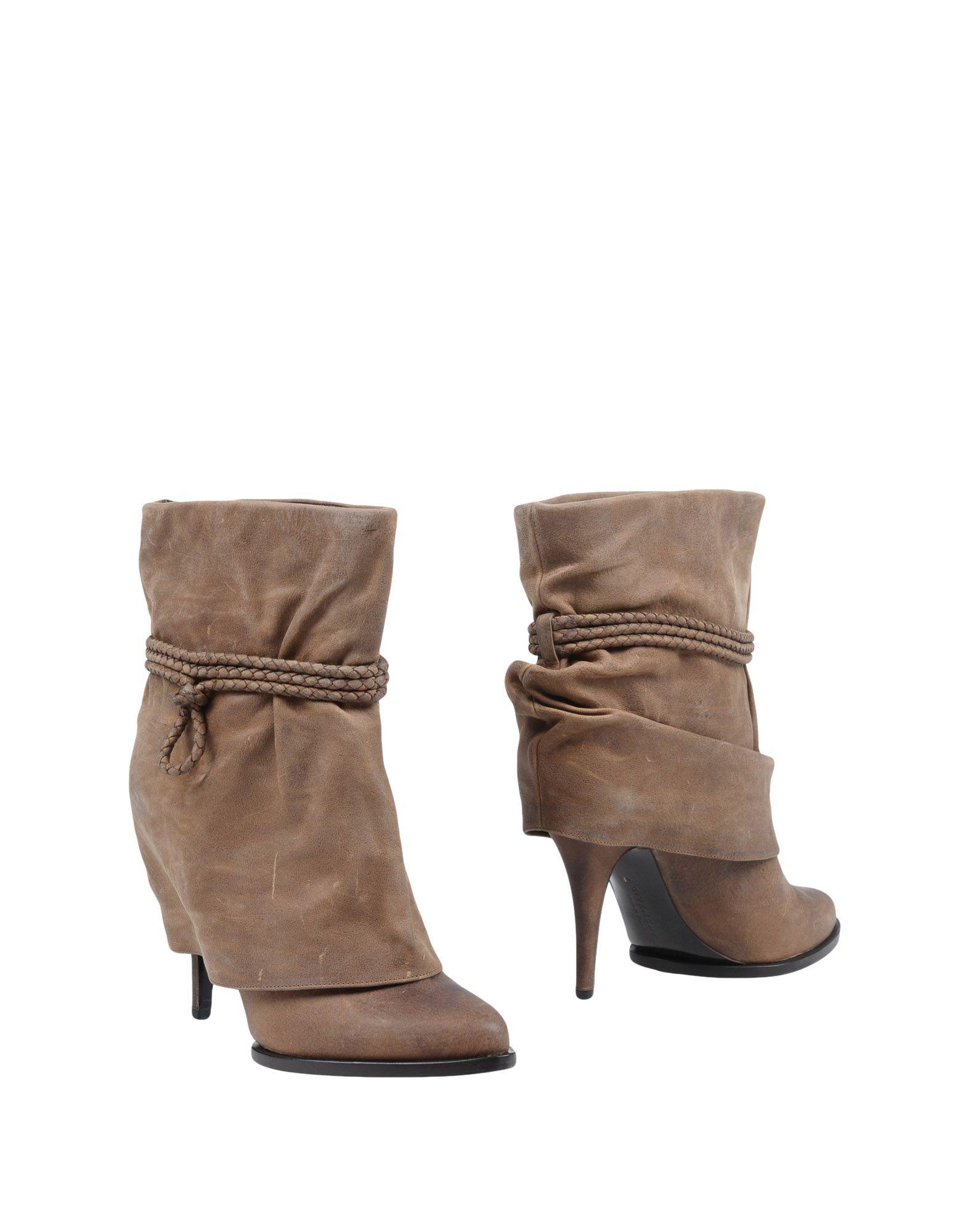 GIVENCHY Полусапоги и высокие ботинки шарф givenchy серый