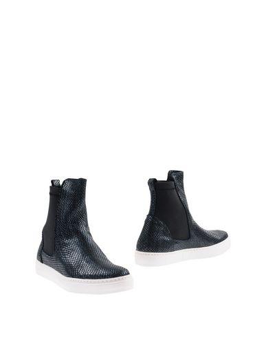 Полусапоги и высокие ботинки от ASYLUM