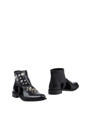 Полусапоги и высокие ботинки от FABRIZIO CHINI