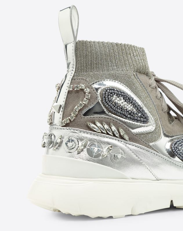 Embroidered high-top Sneaker