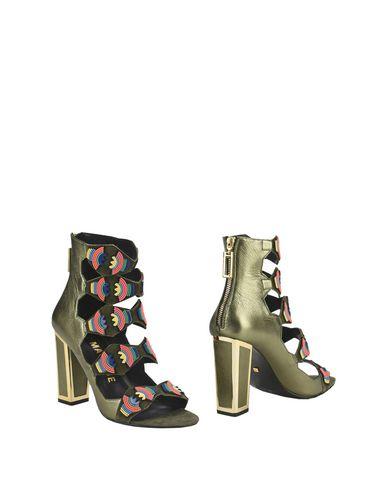 Полусапоги и высокие ботинки от KAT MACONIE
