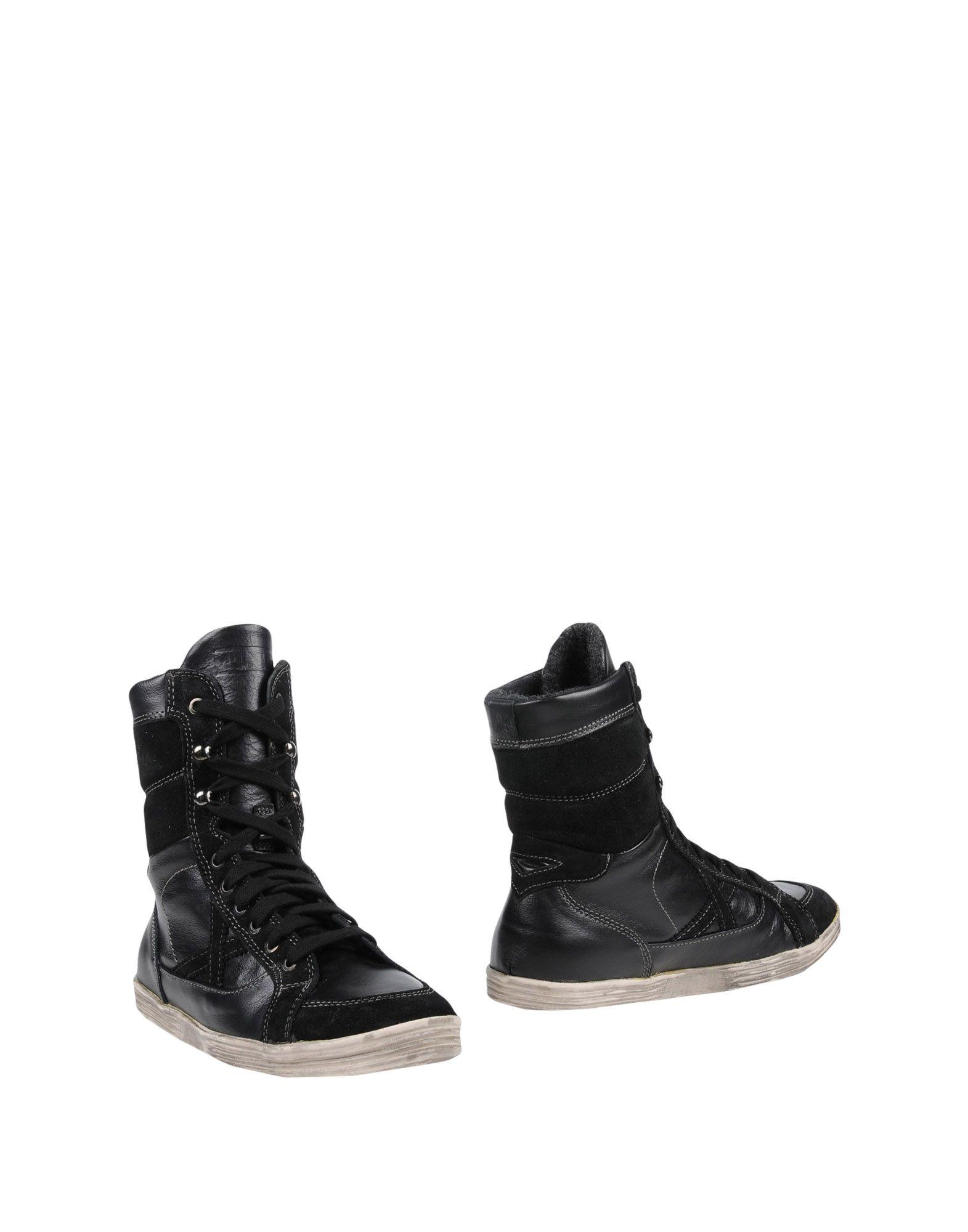 MUNICH Boots in Black