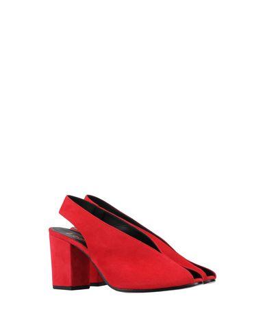 Фото 2 - Женские сандали LEMARÉ красного цвета