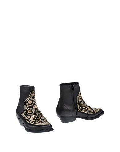 Фото - Полусапоги и высокие ботинки от VIC MATIĒ темно-коричневого цвета