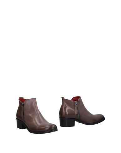 Полусапоги и высокие ботинки от DONNA PIÙ