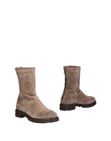 Купить Полусапоги и высокие ботинки от KEB цвета хаки