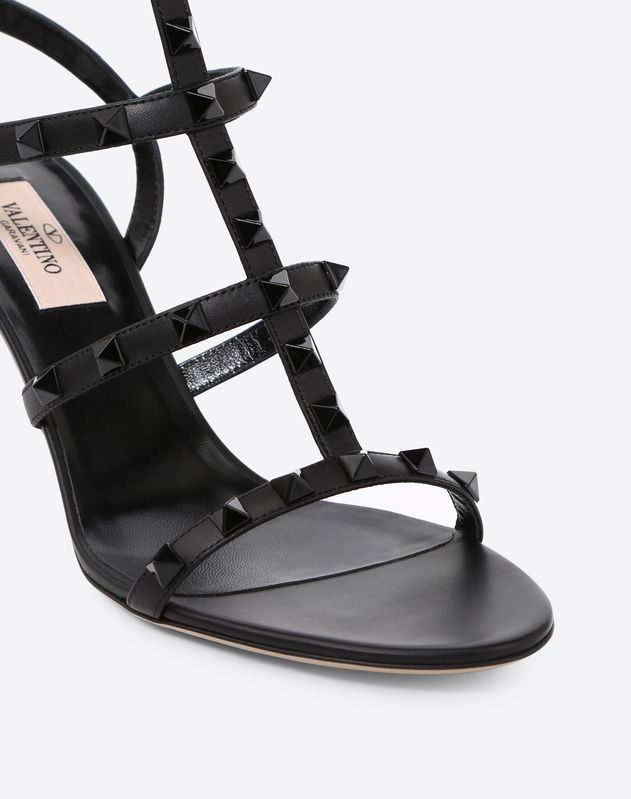 Lacquer studs Rockstud caged Sandal 70mm