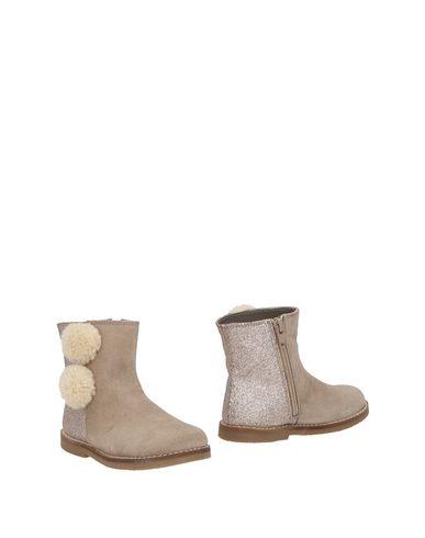Фото - Полусапоги и высокие ботинки от OCA-LOCA светло-серого цвета