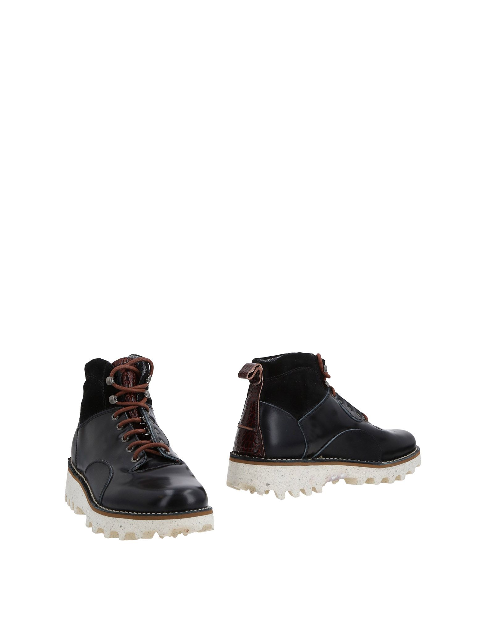 BARLEYCORN Boots in Black