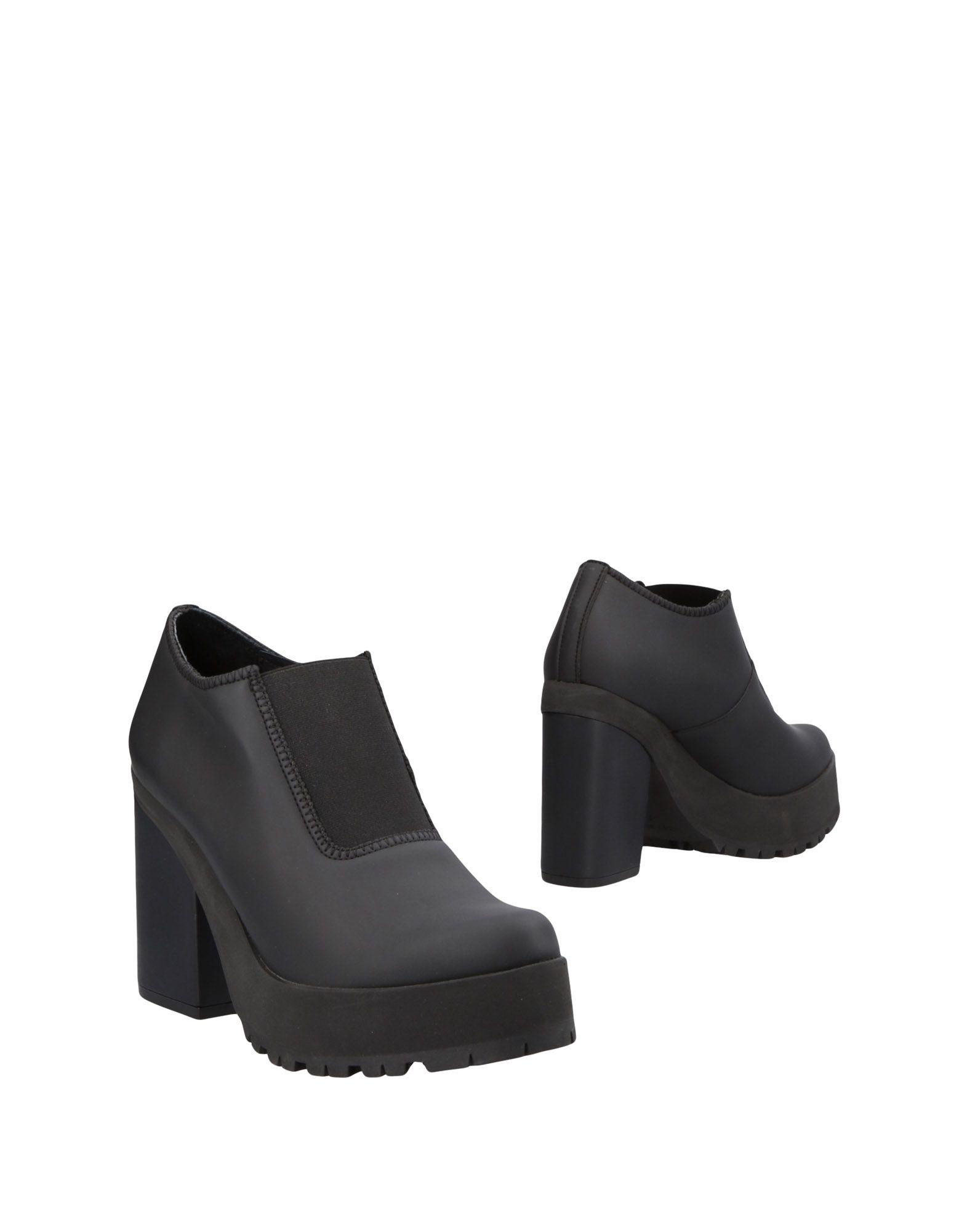 MIISTA Ankle Boot in Black