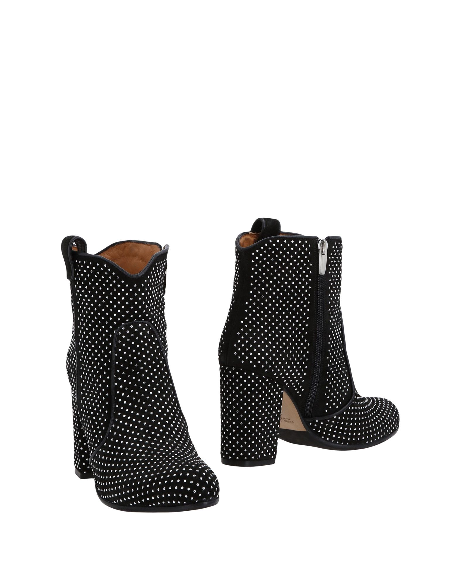 ARCHYVE | ARCHYVE Ankle boots | Goxip