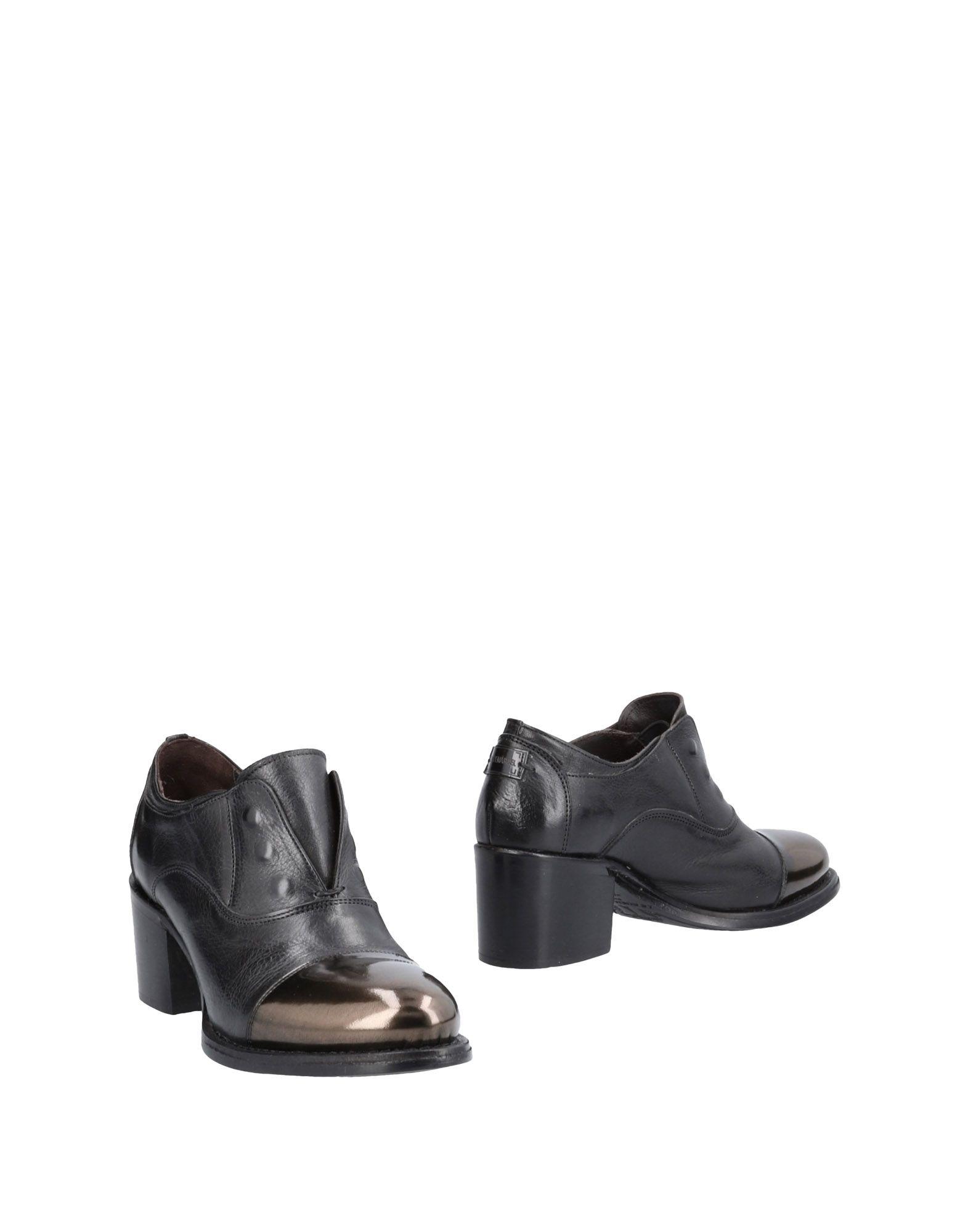 LE RUEMARCEL Ankle Boot in Black