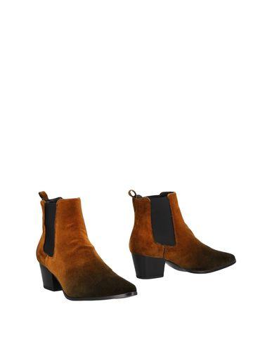 Купить Полусапоги и высокие ботинки от STIÙ коричневого цвета
