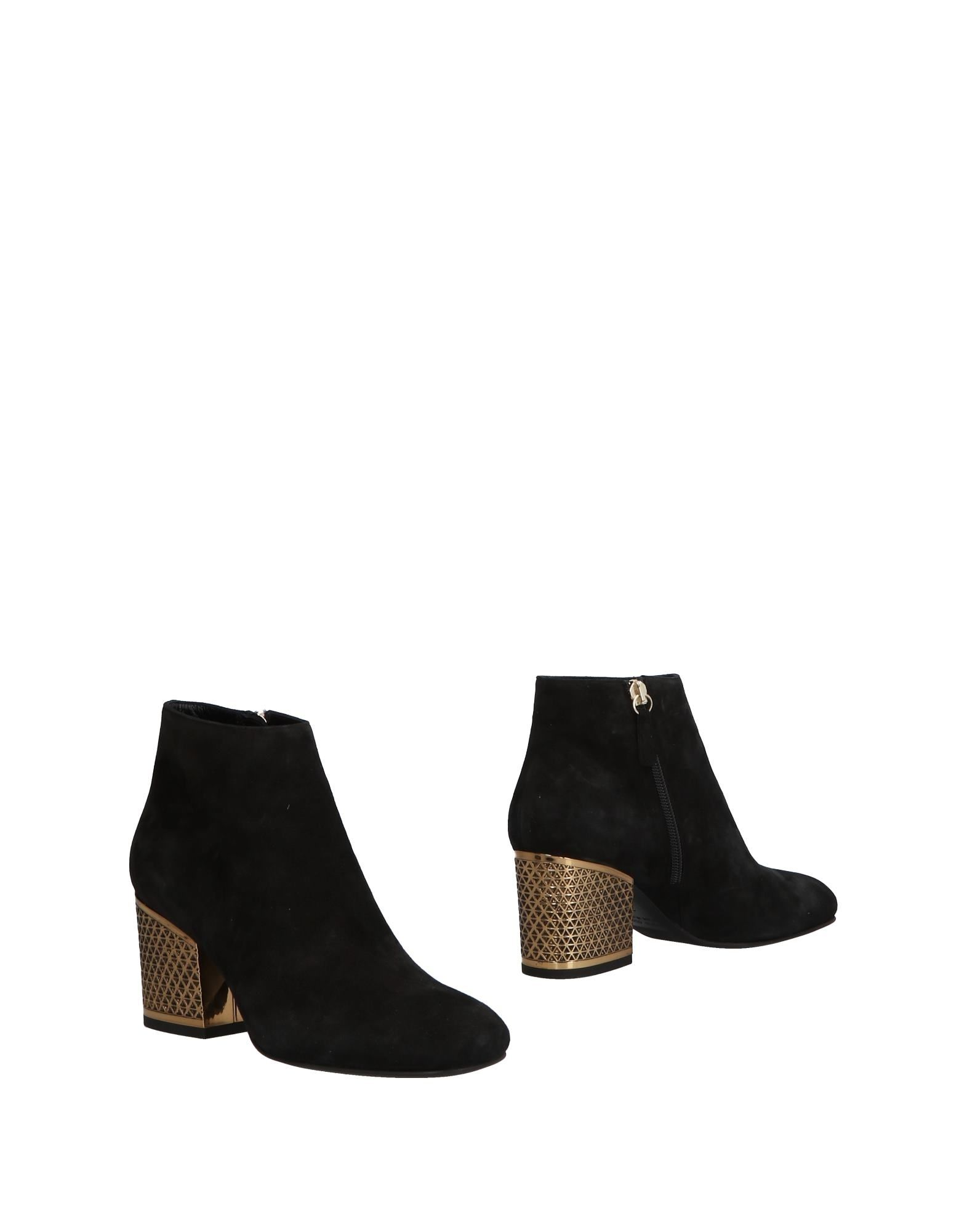 LELLA BALDI Ankle Boot in Black