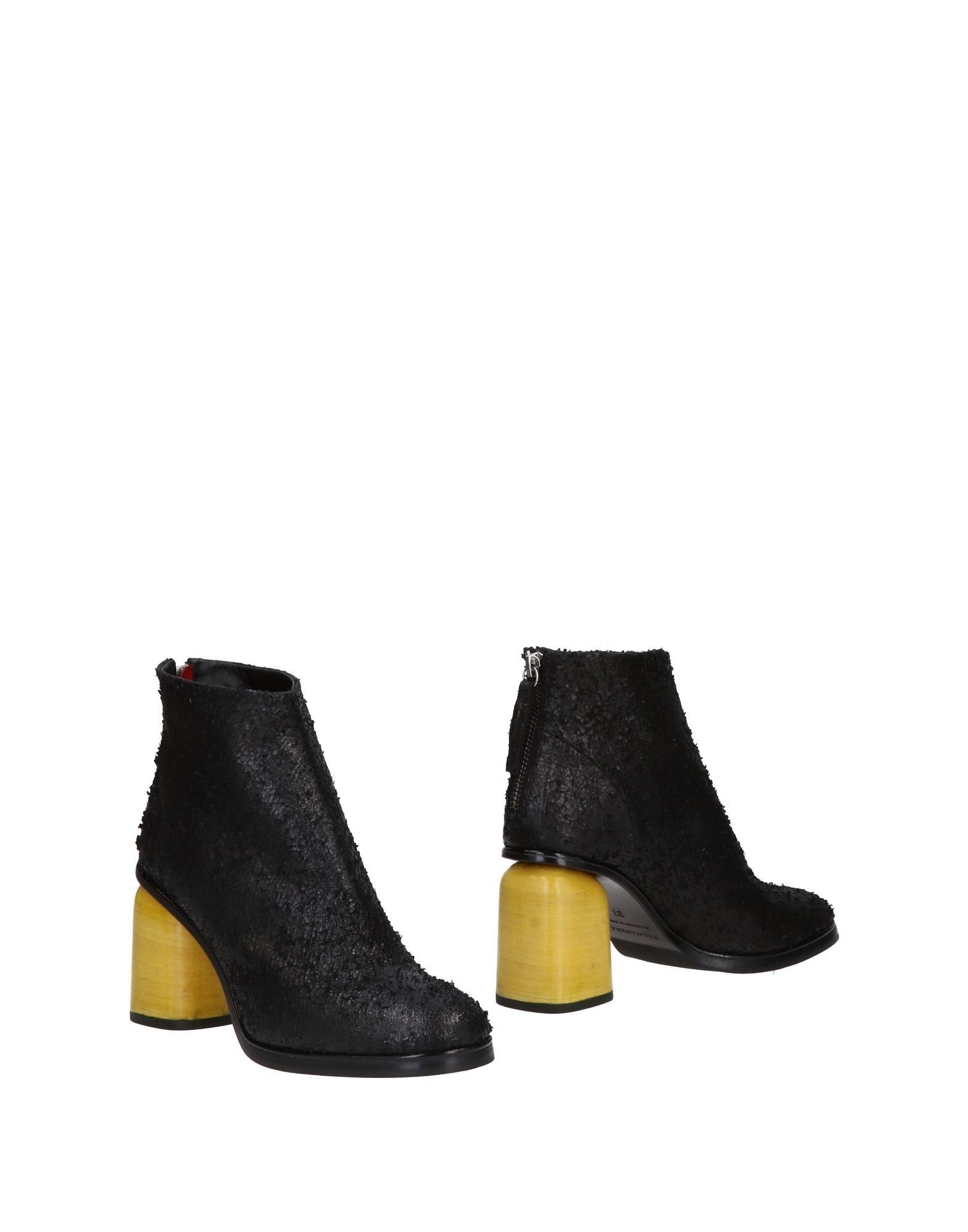Halmanera Ankle boot