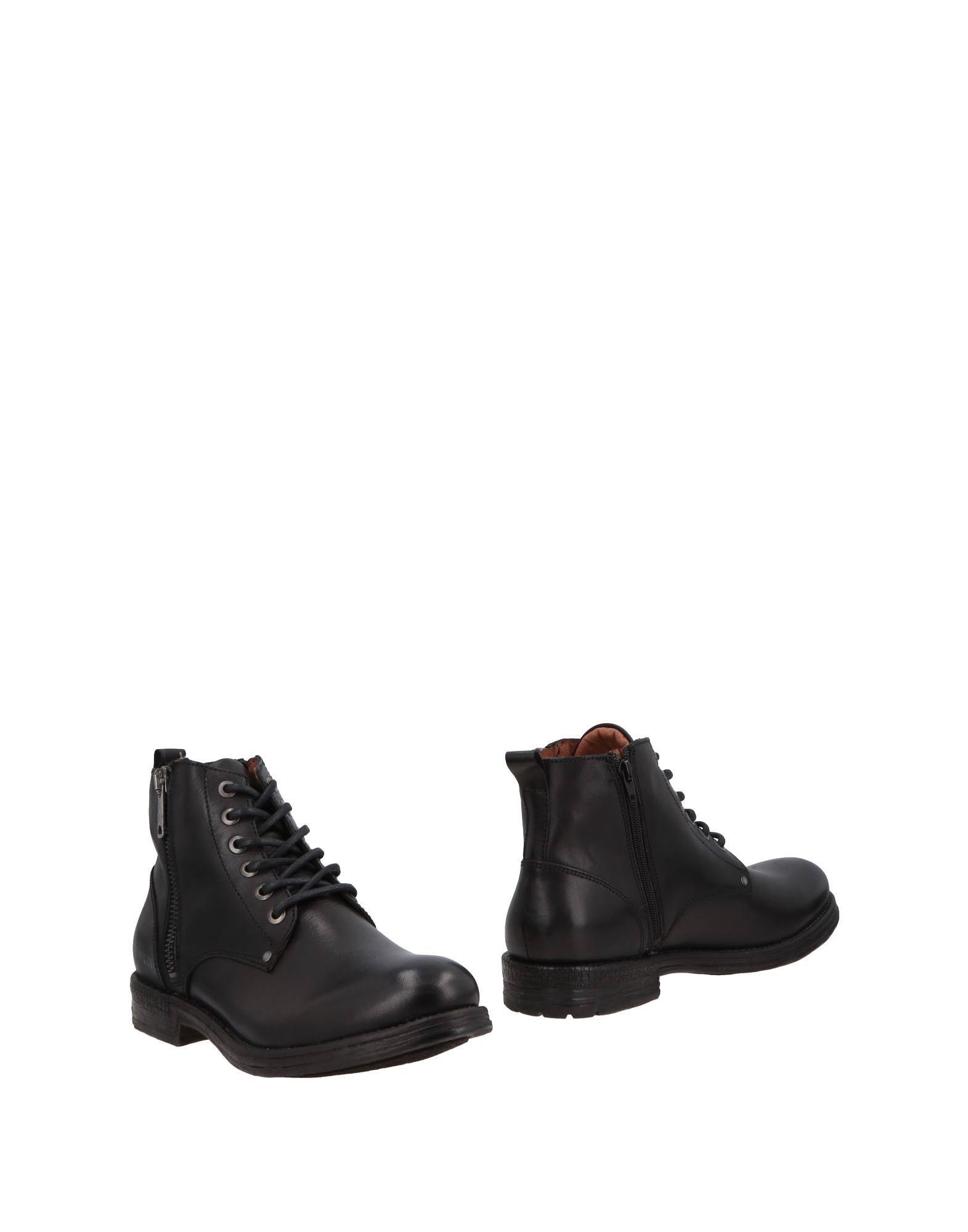 REPLAY Boots in Black