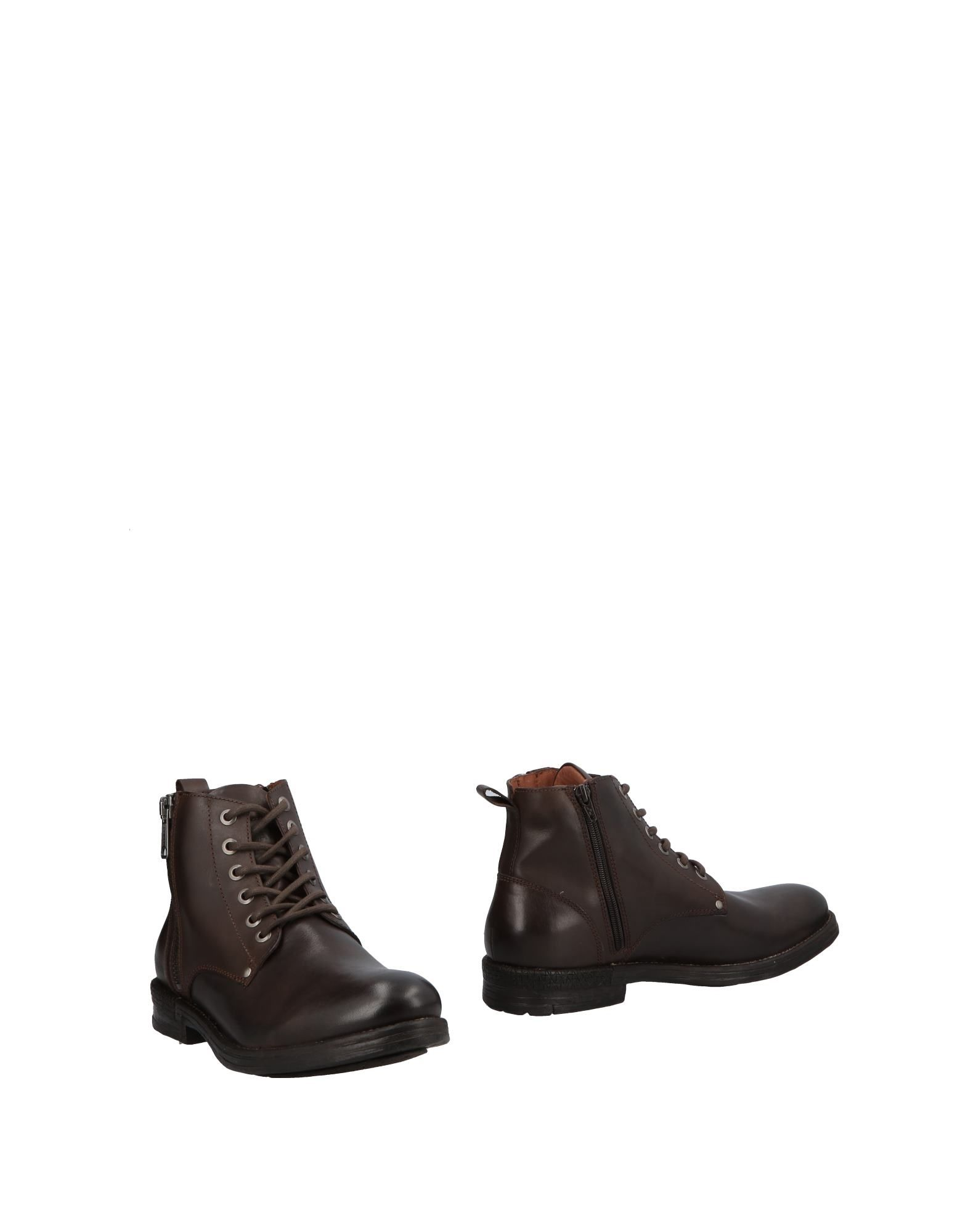 REPLAY Boots in Dark Brown