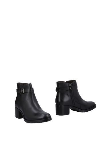 Купить Полусапоги и высокие ботинки от MARCO FERRETTI черного цвета