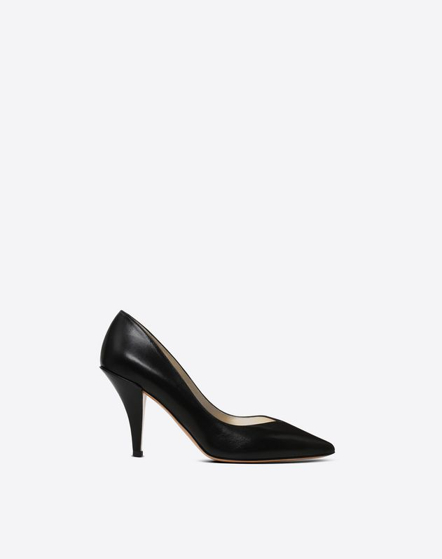 Pumps with heart-shaped vamp