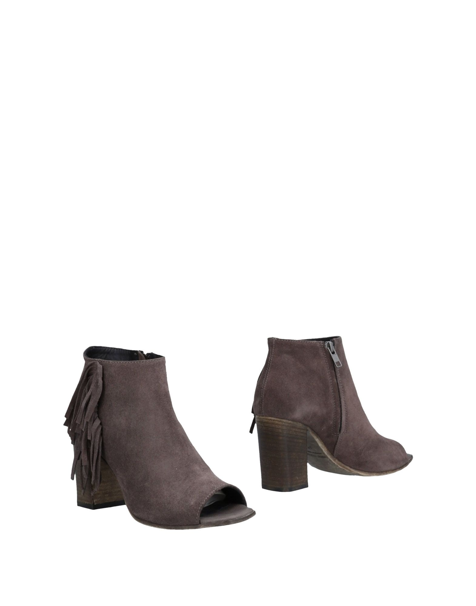 LEMARÉ Ankle Boot in Light Brown