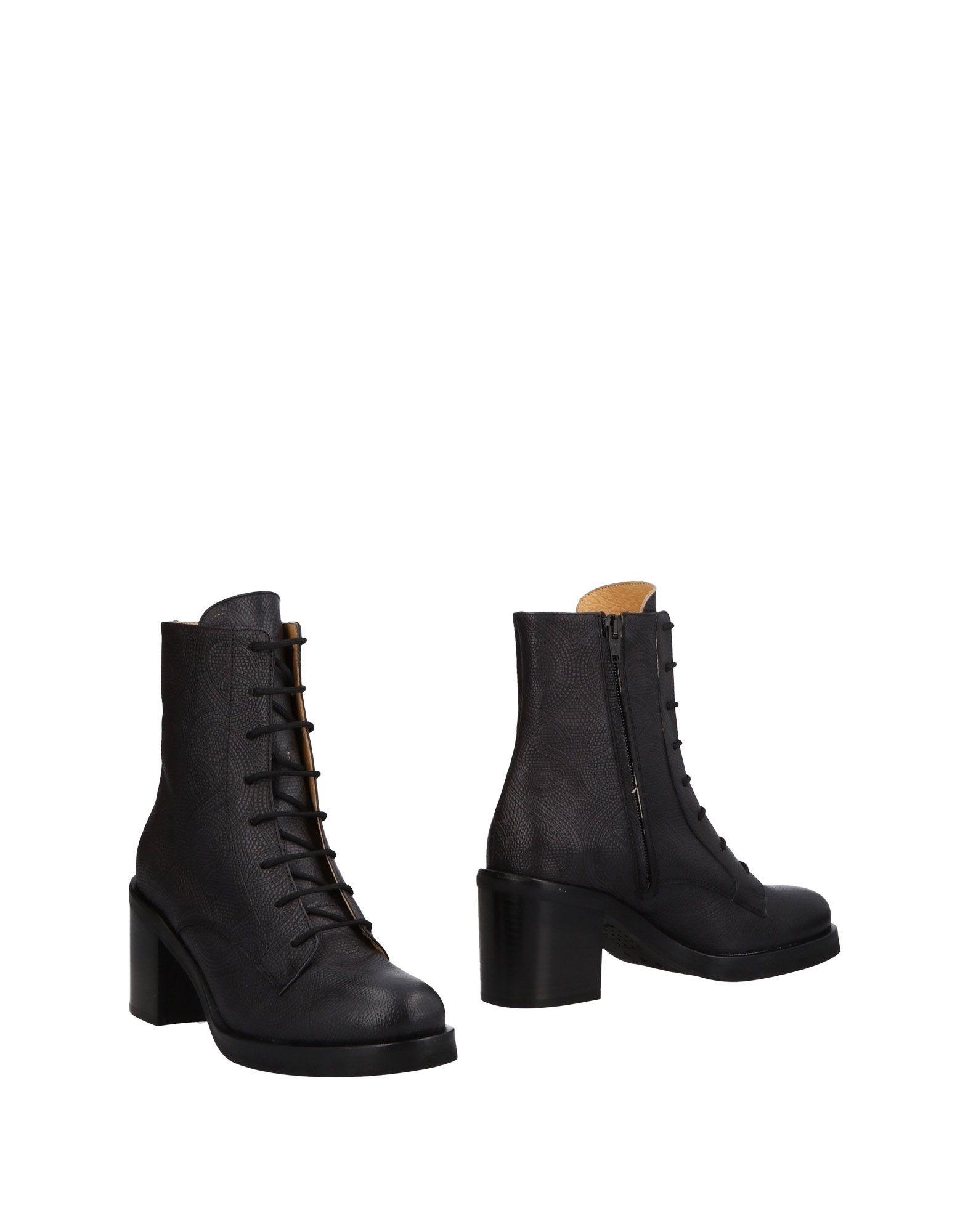 PF16 Полусапоги и высокие ботинки