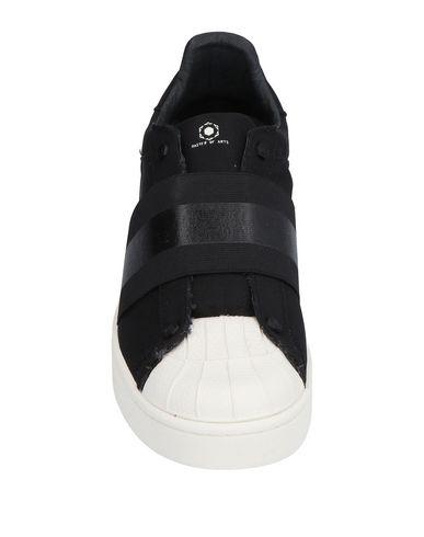 Фото 2 - Низкие кеды и кроссовки от MOA MASTER OF ARTS черного цвета