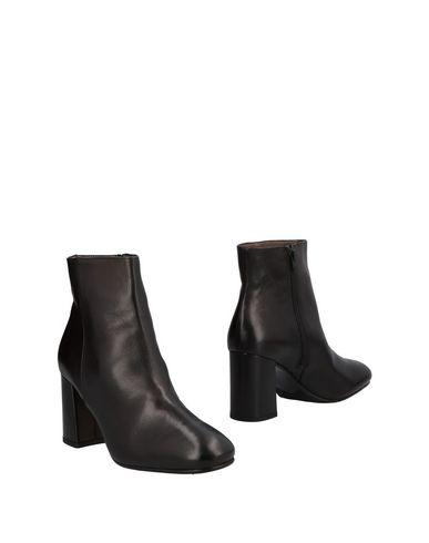 Полусапоги и высокие ботинки от MICHAEL DASS