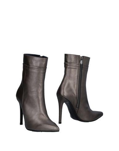 Полусапоги и высокие ботинки от ANTEPRIMA