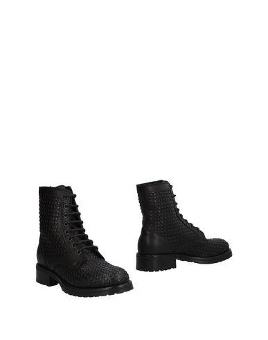 Купить Полусапоги и высокие ботинки от LEMARÉ черного цвета
