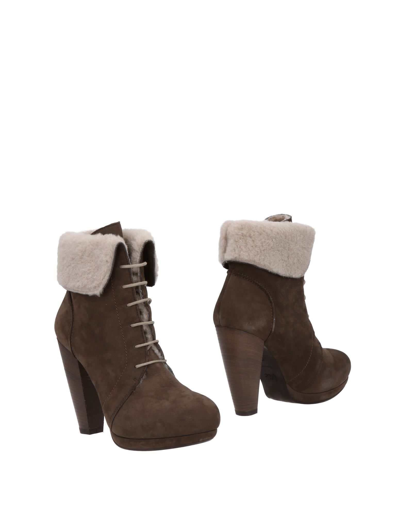 VIC Ankle Boot in Cocoa