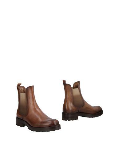 Полусапоги и высокие ботинки от CORVARI