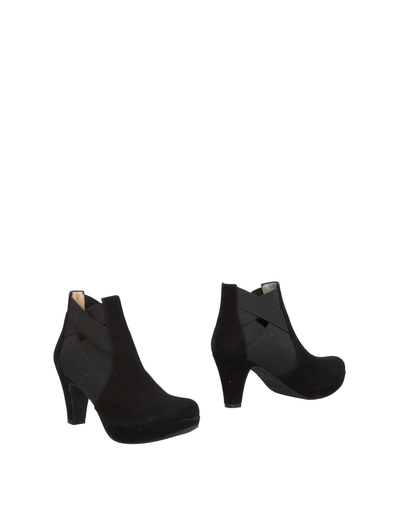 SILVIA ROSSI Ankle Boot in Black