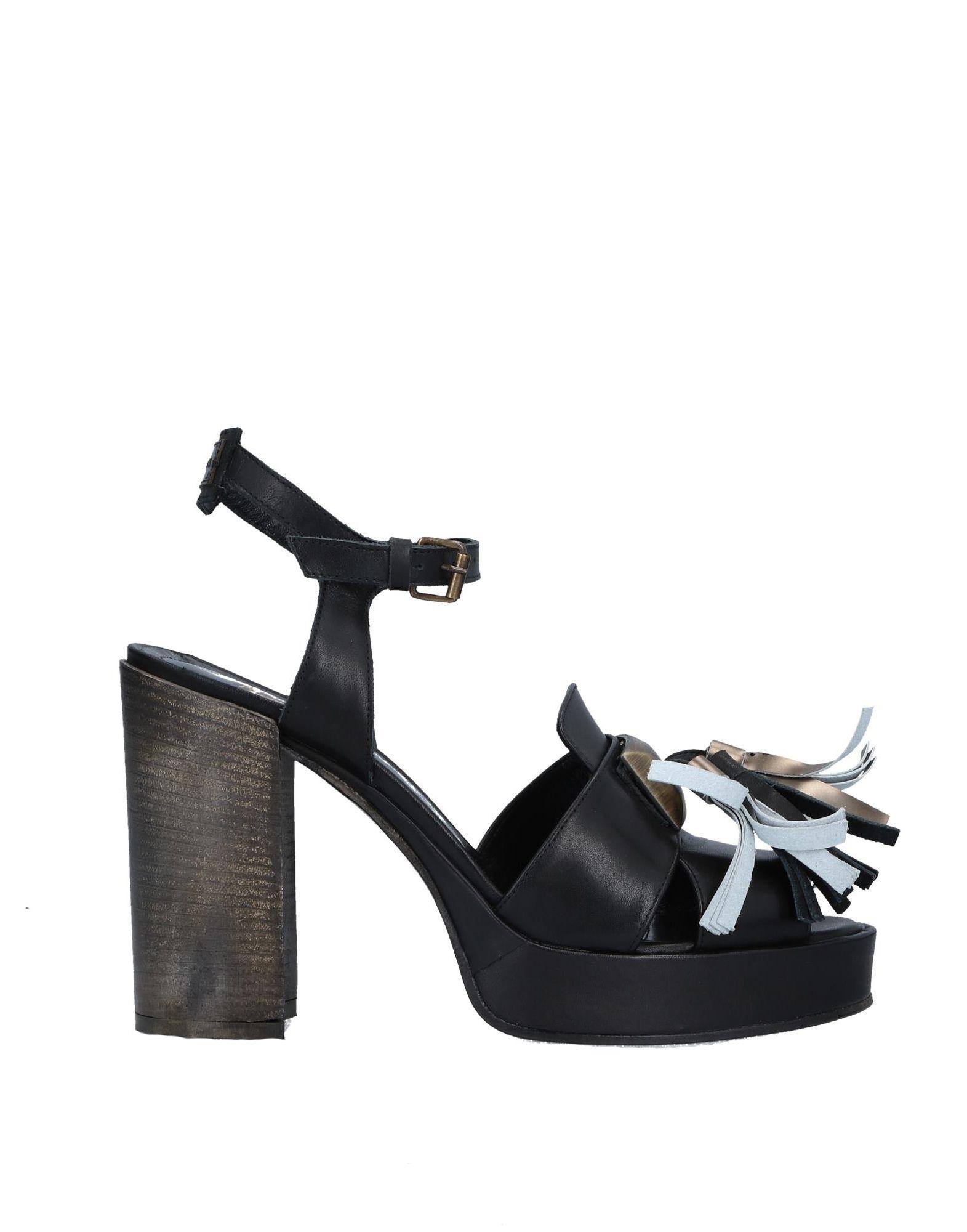 LE RUEMARCEL Sandals in Black