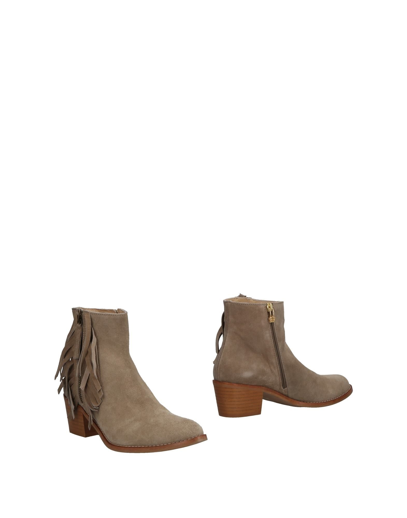 AUGUSTE Ankle Boot in Light Grey