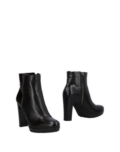 Полусапоги и высокие ботинки от MARIA CRISTINA