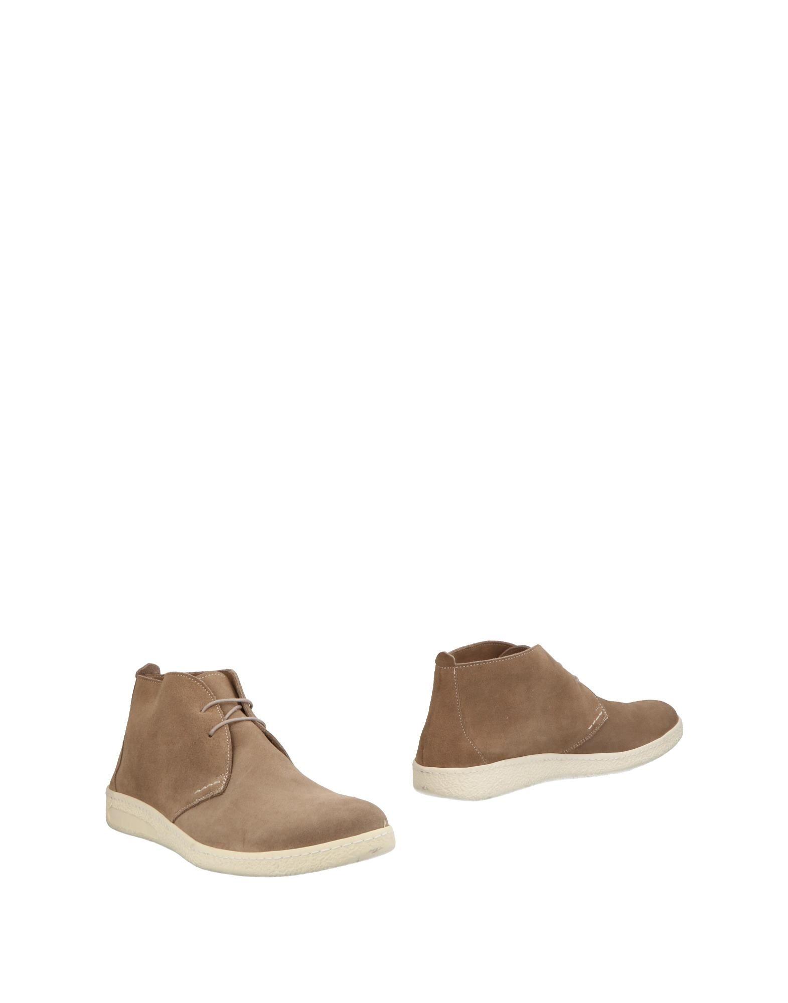 SEBOYS Boots in Khaki