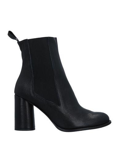 Полусапоги и высокие ботинки от LENORA