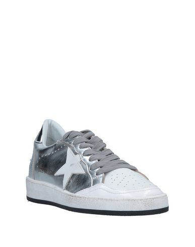 Фото 2 - Низкие кеды и кроссовки серебристого цвета