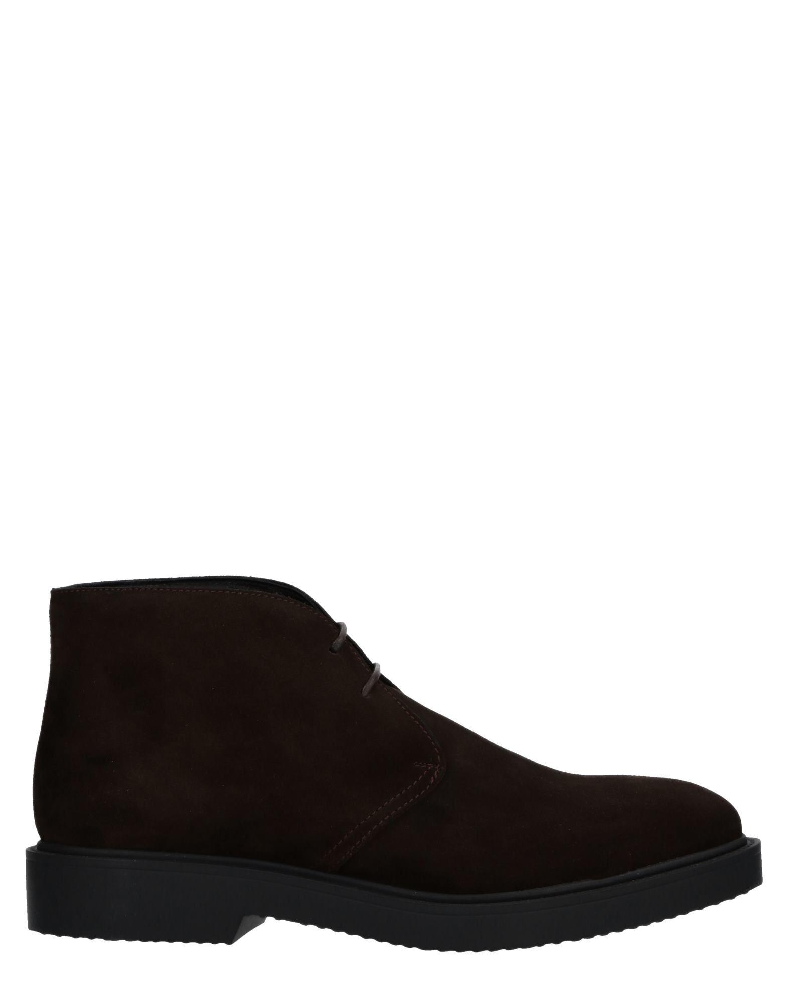 SEBOYS Boots in Dark Brown